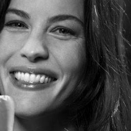 Liv Tyler se souvient de son premier baiser pour Magnum